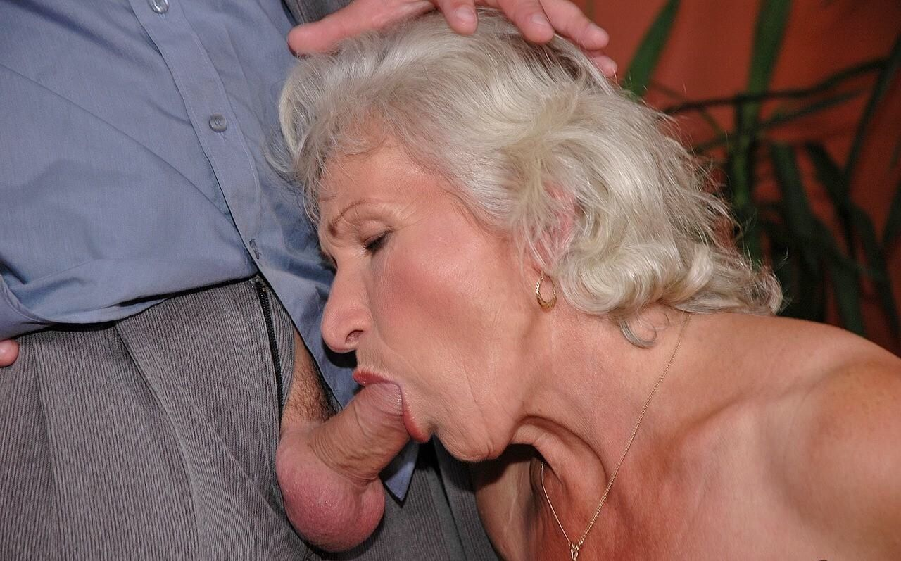 Fat old woman sucking cock